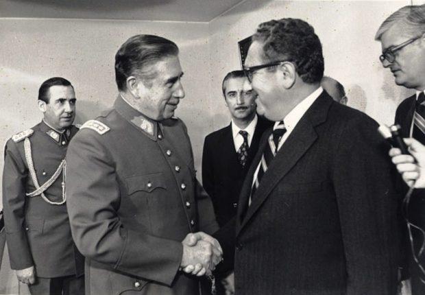 Augusto Pinochet e Henry Kissinger